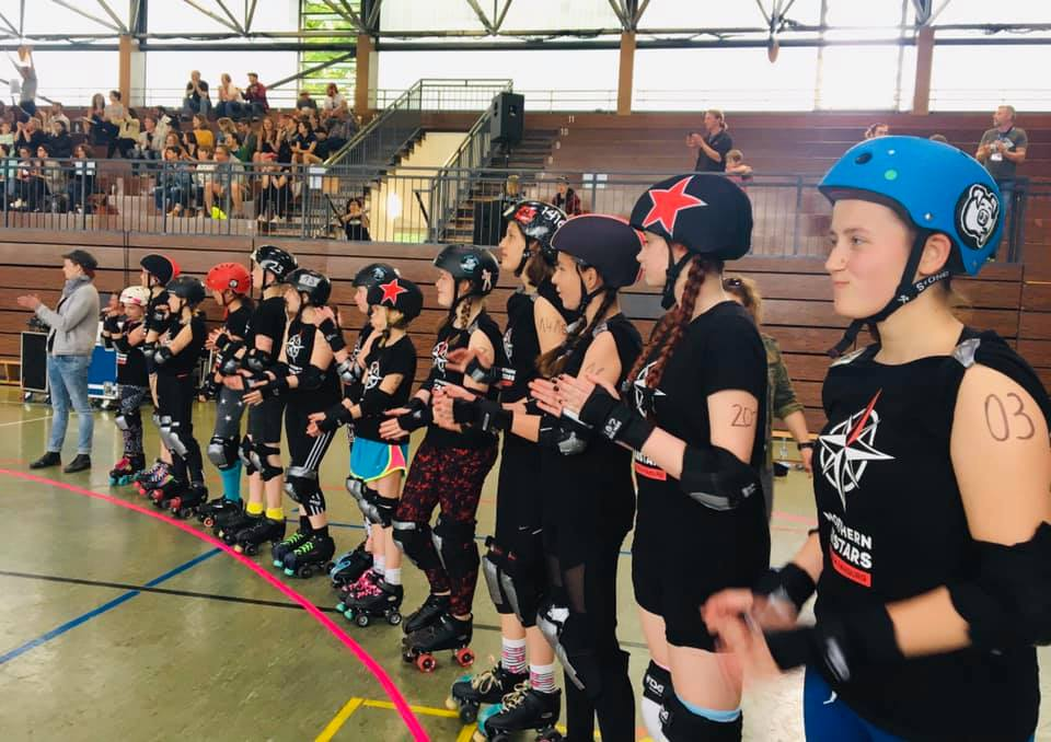 Artikelbild Mit den Pirates of St. Pauli beim Junior Roller Derby in München